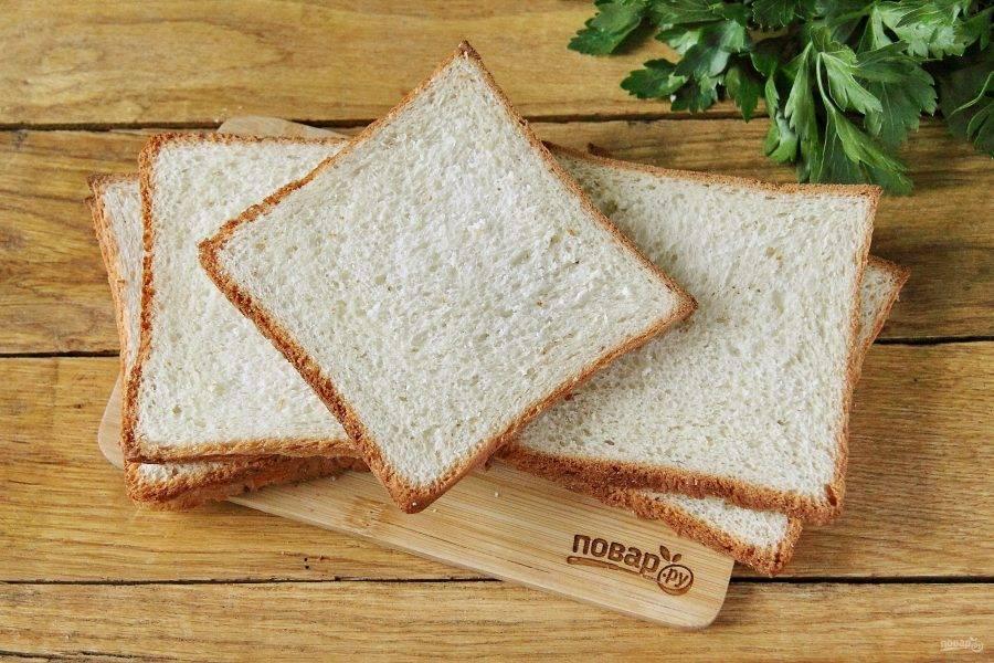 Хлеб лучше всего использовать уже нарезанный, если у вас целая булка, то нарежьте кусочки толщиной не более 1 см.