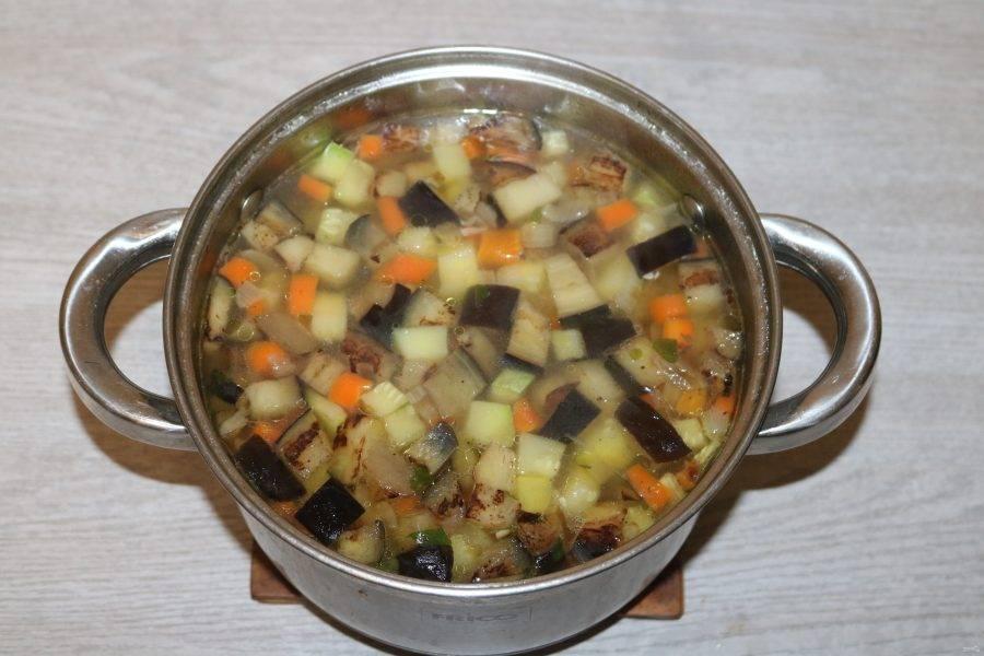 Посолите по вкусу. Ароматный суп готов!