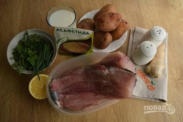 Подготовьте необходимые продукты. Поставьте кипятить воду для картофеля.