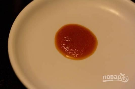 4. Проверяйте готовность кетчупа, капнув небольшое количество на тарелку. Если не растекается, значит, готово.