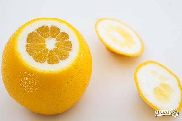 1. Лимоны вымойте и обсушите бумажными салфетками. Острым ножом срежьте хвостики.