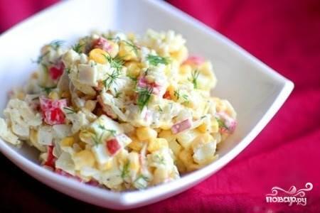 5.При наличии желания можно украсить салат мелко нарезанной зеленью. Приятного аппетита!