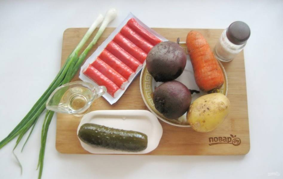 Подготовьте ингредиенты для приготовления винегрета.