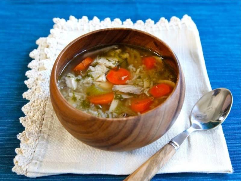5. Варите суп в течение 30 минут до полной готовности риса. Не забудьте добавить соль и перец. Приятного аппетита!