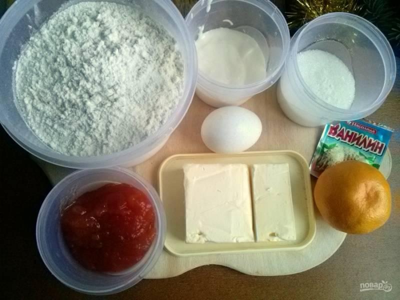 Подготовьте необходимые ингредиенты. Просейте муку с разрыхлителем, масло сливочное должно быть комнатной температуры.