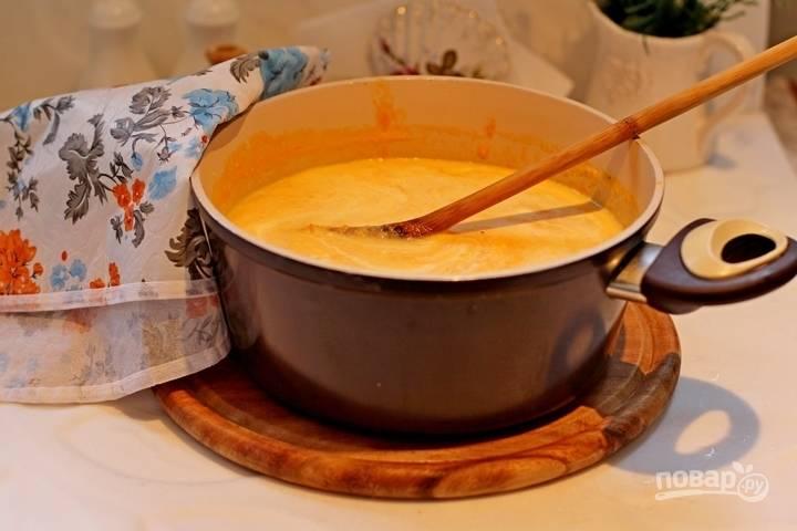 8. В пюре добавьте сливки, снова доведите до кипения. Попробуйте на соль.