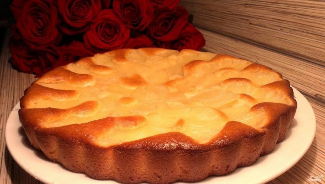 4.Выпекаем пирог в разогретом до 180 градусов духовом шкафу 45-50 минут, до образования румяной корочки. Приятного аппетита!