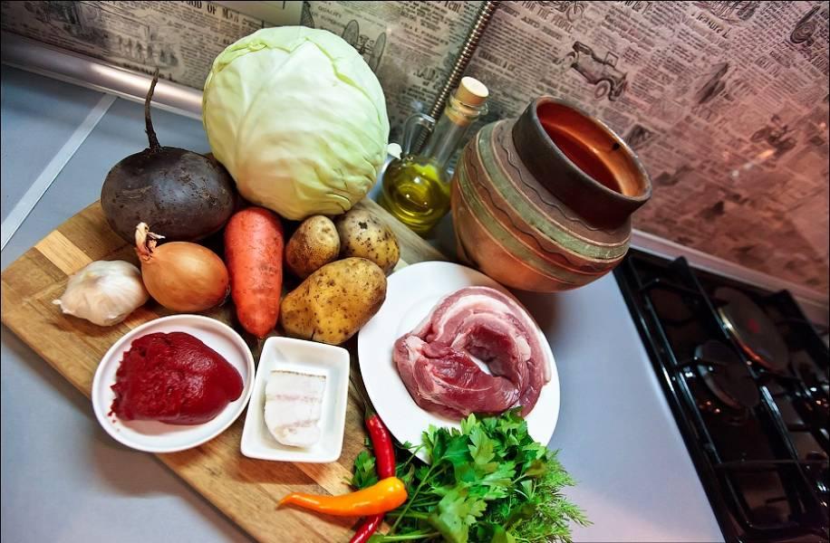 Подготовьте необходимые продукты. Овощи промойте и очистите.