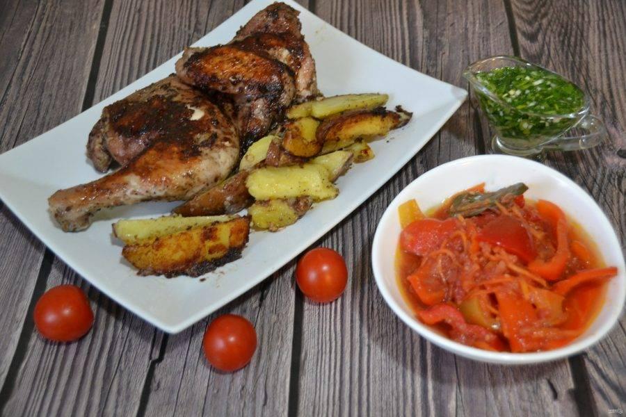 Подавайте цыпленка с подготовленным чесночным  соусом, свежими овощами, отлично подойдут к этому блюду консервированные овощи, например, лечо. Получилось ну очень вкусно! От души рекомендую приготовить!