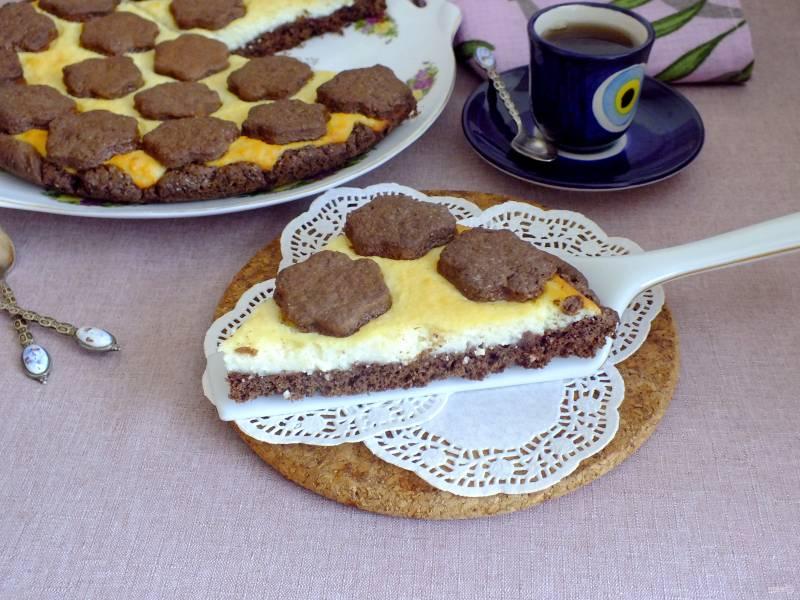 Шоколадный песочный пирог с творогом