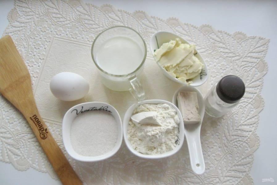 Подготовьте ингредиенты для приготовления булочек-кексов.