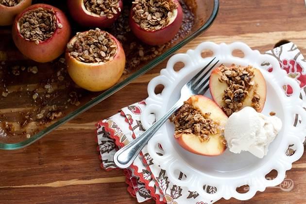 Запеченные яблоки с овсянкой