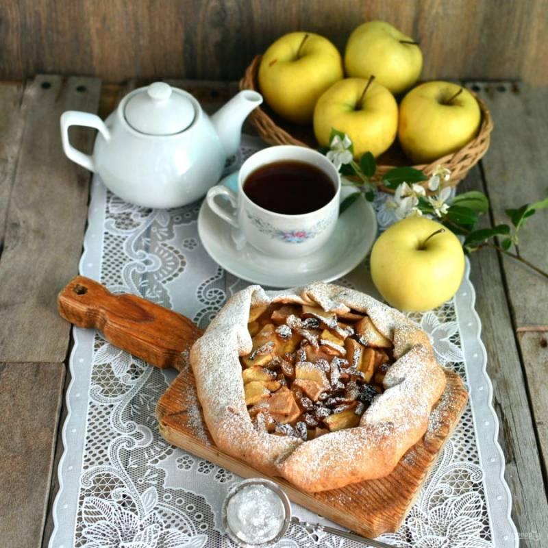 Остудите галету на доске и посыпьте при подаче сахарной пудрой.