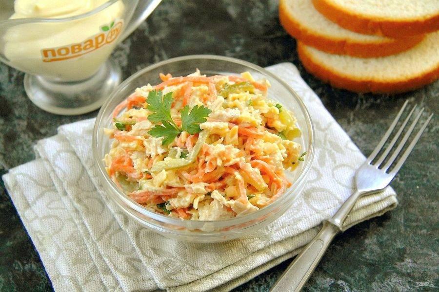 """Салат """"Лисичка"""" с корейской морковкой готов. Приятного аппетита!"""