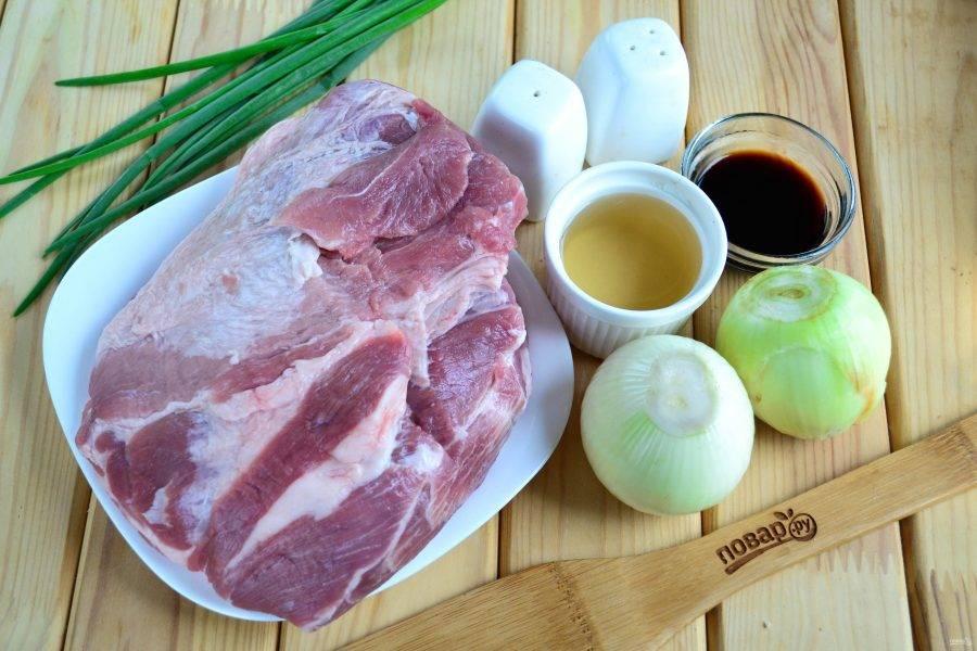 Подготовьте все необходимые ингредиенты. Для шашлыка я использую свиную шейку, но можно взять лопатку или свиной окорок.