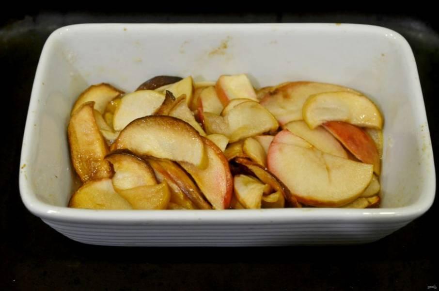 Готовьте в духовке при 170 градусах около 1 часа.