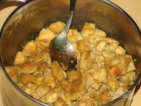 Затем обжарим курицу на растительном масле.