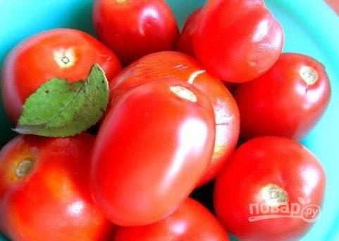 4. Выбираем такие помидоры, у которых крепкая кожица (чтобы они не превратились в кашу).