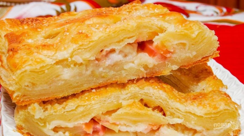 Запекайте пирог при 220 градусах в духовке в течение 25 минут. Приятного чаепития!