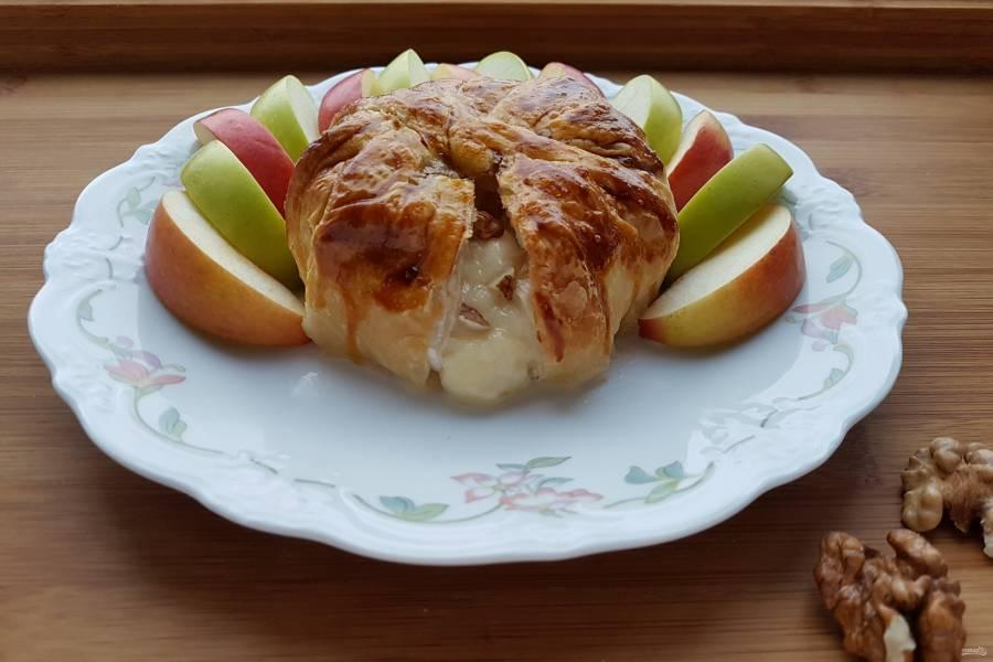 Сыр, запеченный в тесте