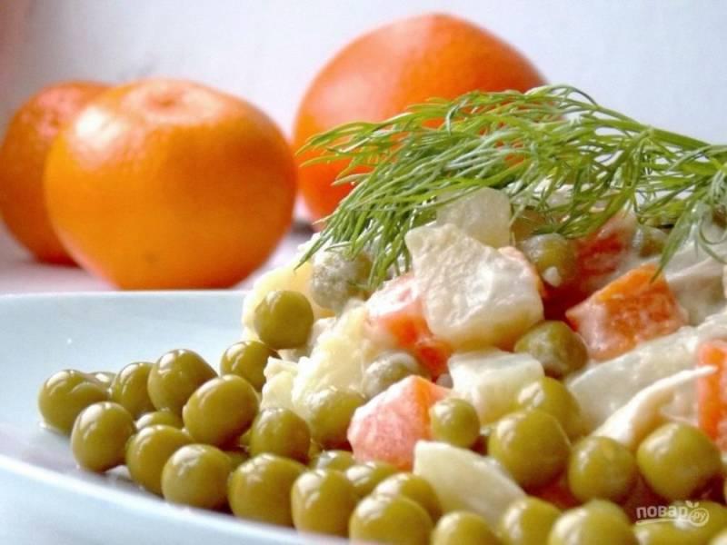 5. Я очень люблю иногда добавлять в салат свежий огурец — сразу чувствуются нотки весны и салат приобретает уже совсем другой вкус.