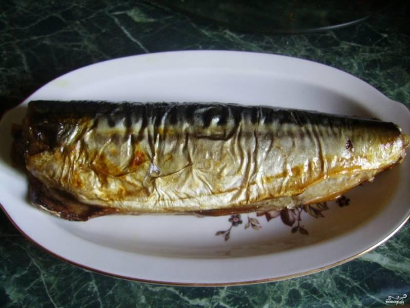 6. Я готовила скумбриию к приходу гостей, поэтому целую рыбу нарезала на кусочки и подавала на одном блюде. Украсить можно по желанию: это могут быть листья салата, свежие овощи и даже петрушка.