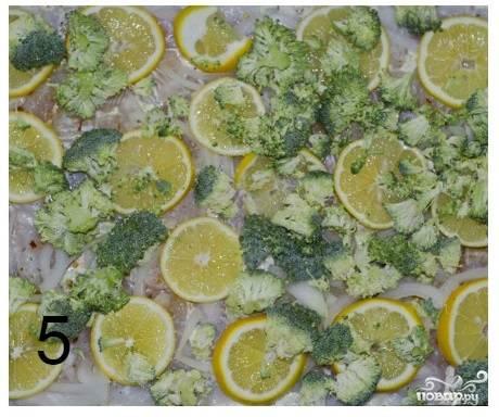 Шаг 6. А на них выкладываем соцветия брокколи.