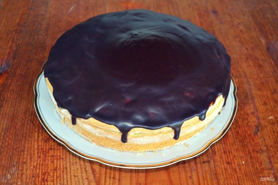 Вот такой торт с вишней и сгущенкой получился. Приятного чаепития!