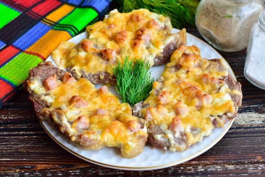 Свинина с ветчиной и сыром в духовке