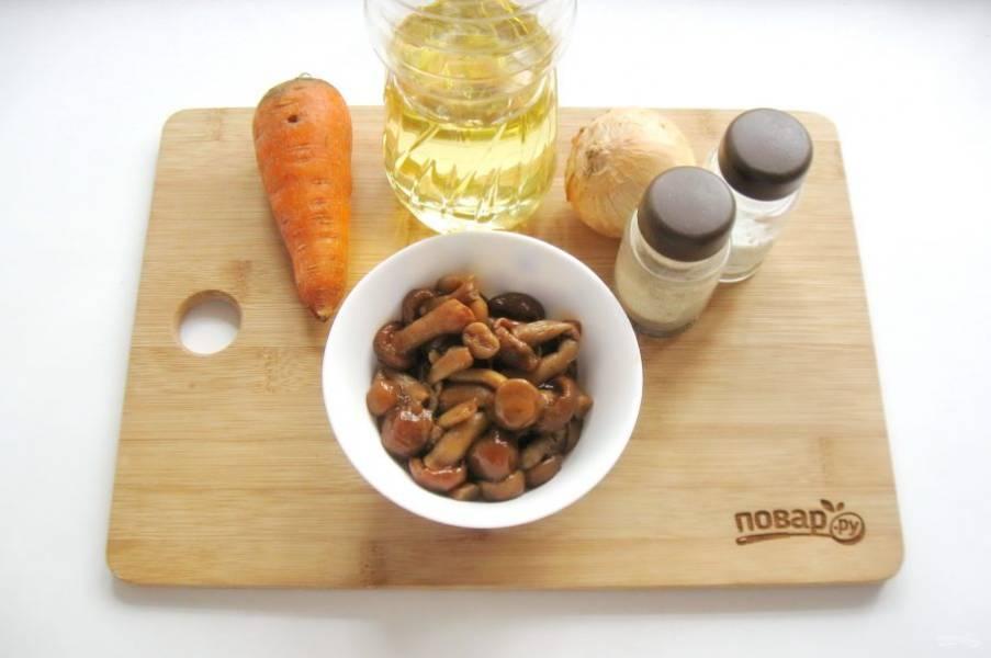 Подготовьте ингредиенты для приготовления паштета из опят.