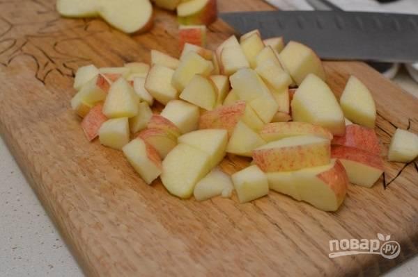 4. Дополнить кашу при подаче можно и свежими фруктами. Отлично подойдет яблочко, например.  Приятного аппетита!