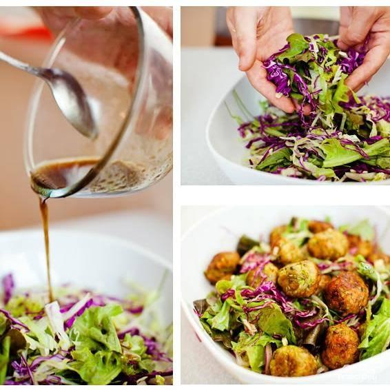 В салатницу выкладываем нарубленные листья салата, заливаем их заправкой, сверху выкладываем кабачковые шарики - и немедленно подаем, пока шарики не остыли. Хотя можно подавать и холодным - но уже не так вкусно. Приятного аппетита!