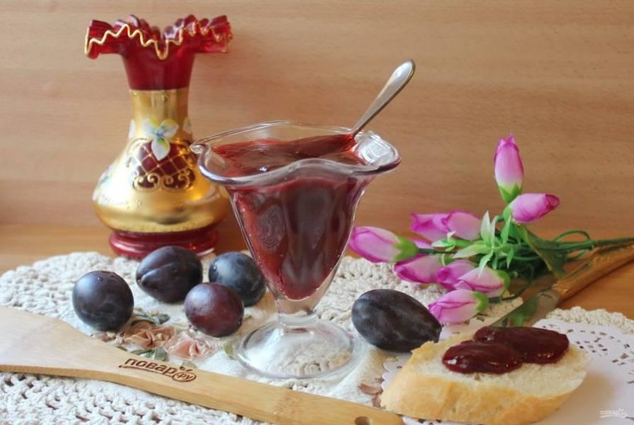Вкусный, ароматный, красивый густой джем из слив готов. Подавайте на десерт.