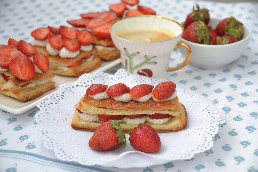 Вкуснейшие французские пирожные готовы. Приглашайте к столу родных! Это настоящее блаженство, поверьте!