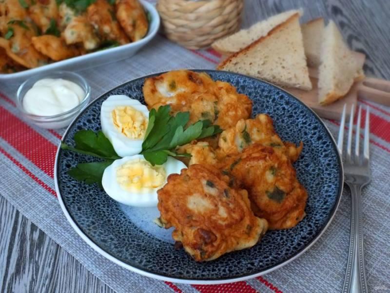 """Подавайте судак """"Орли"""" горячим. В качестве дополнения к рыбе используйте отварное яйцо и  майонезный соус. Приятного аппетита!"""