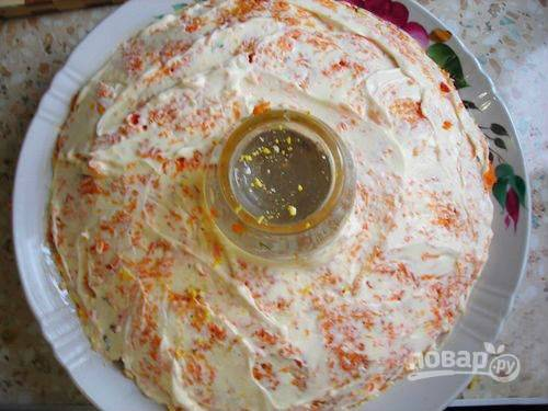 12. Обильно смажьте морковь майонезом, немного посолите.