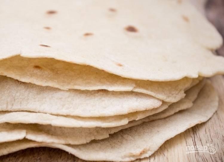 3.Разогрейте сухую сковороду и выложите лепешки, обжаривайте по 1-2 минуты с каждой стороны. Приятного аппетита!