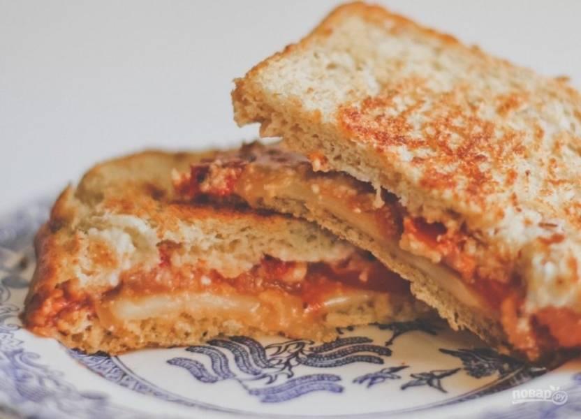 4.Сэндвич подавайте к столу горячим.
