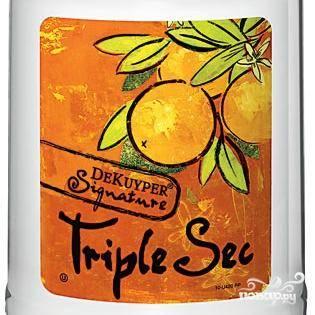"""А вот """"тройной сухой"""" ликер с ярким цитрусовым вкусом можно попробовать заменить цитрусовым концентратом или любым цитрусовым сиропом. Главное, чтобы эта замена не изменила цвет коктейля."""