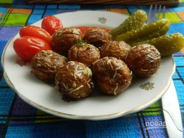 8. Картошка-шахтерочка готова. Подавать можно как со свежими, так и с маринованными овощами и с кетчупом.