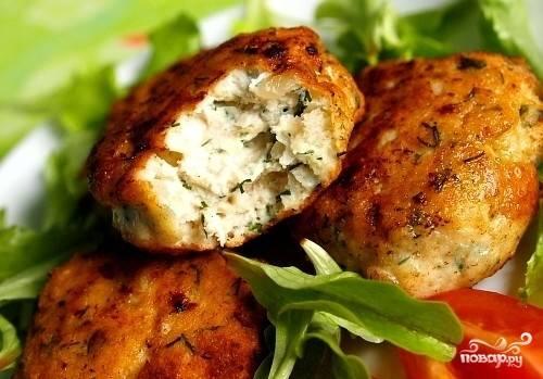 8.Котлеты готовы! Украшаем зеленью и подаем к столу с овощами и каким-либо гарниром. Приятного аппетита!