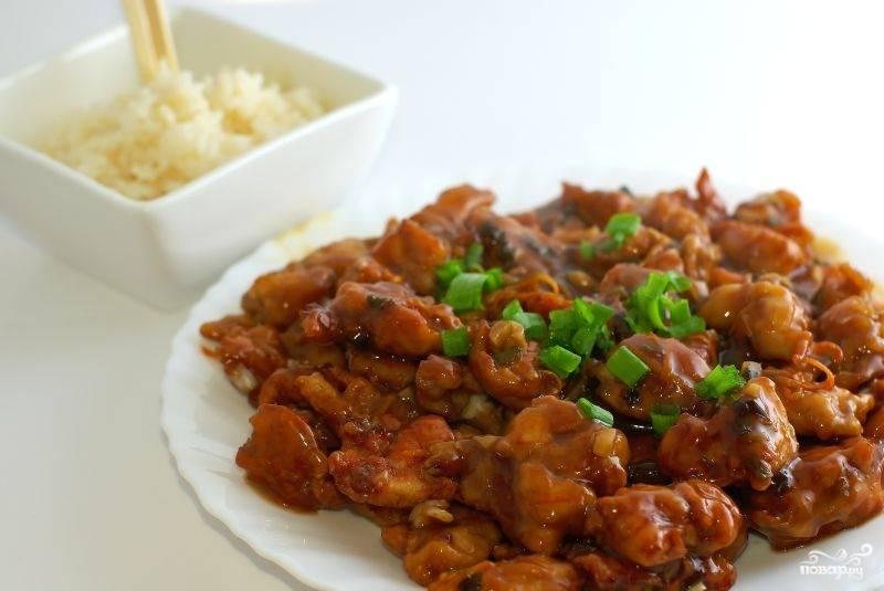 Подаем Курицу по-пикински с отваренным рисом. Приятного аппетита! :)