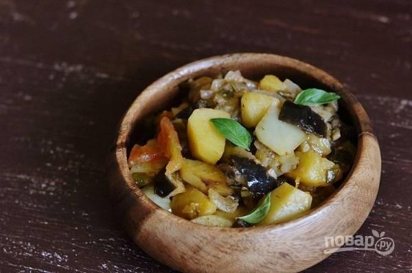 Овощное рагу с жареной картошкой