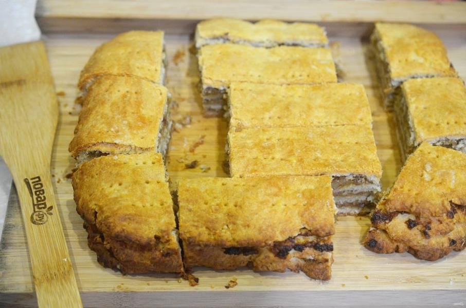 13. Охладите и нарежьте на пирожные.