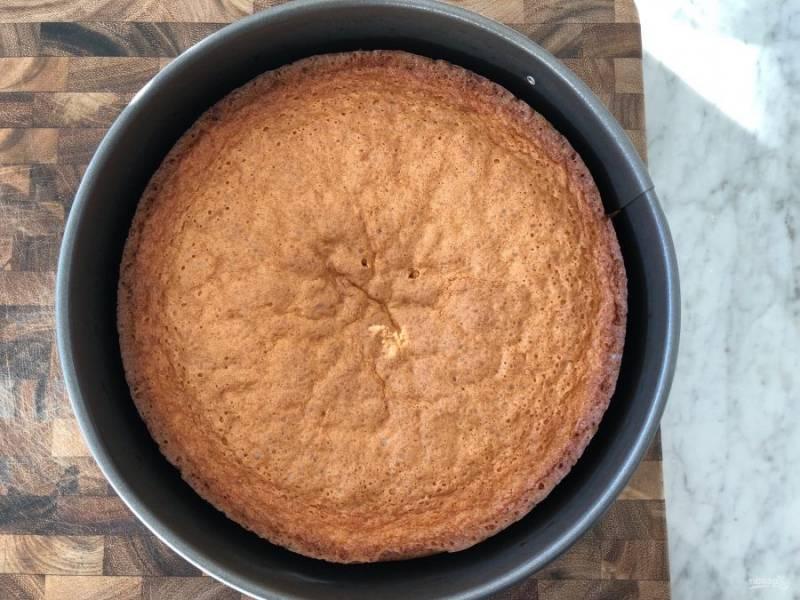8.Запекайте пирог в разогретом до 180 градусов духовом шкафу 35-45 минут.