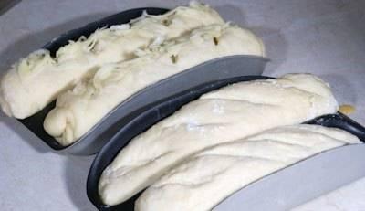 """6. Формируем багеты, выкладываем их в формы. Делаем надрезы и выпекаем до готовности в программе """"Багет""""."""