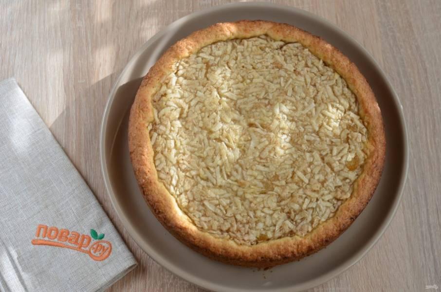 7. Остудите пирог немного сначала в форме, потом снимите кольцо. Перед подачей дайте пирогу настояться минимум 1 час, чтобы начинка хорошо схватилась.