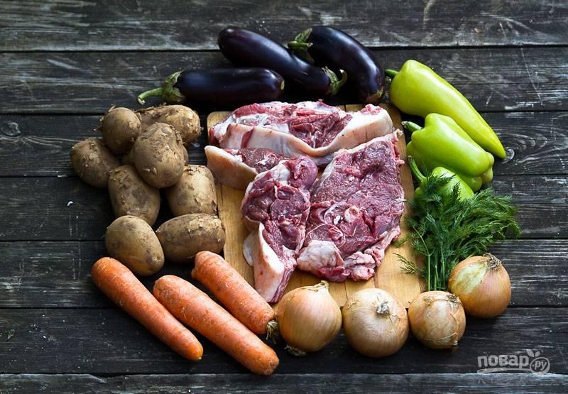 1. Вот такой аппетитный набор ингредиентов будет использоваться в этом рецепте. Впрочем, состав овощей вы можете варьировать по собственному вкусу.