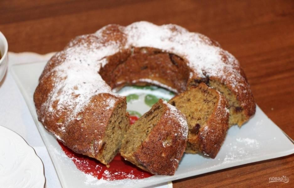 Запекайте кекс при 180 градусах в течение 30-40 минут. Готовую выпечку можете подать с сахарной пудрой. Приятного чаепития!