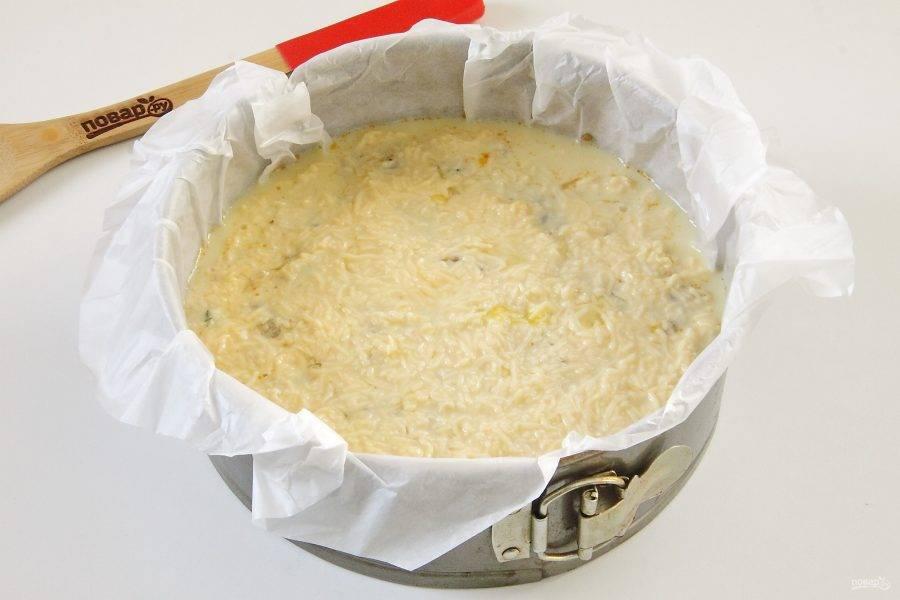 14. Полейте начинку сырно-яичной смесью.